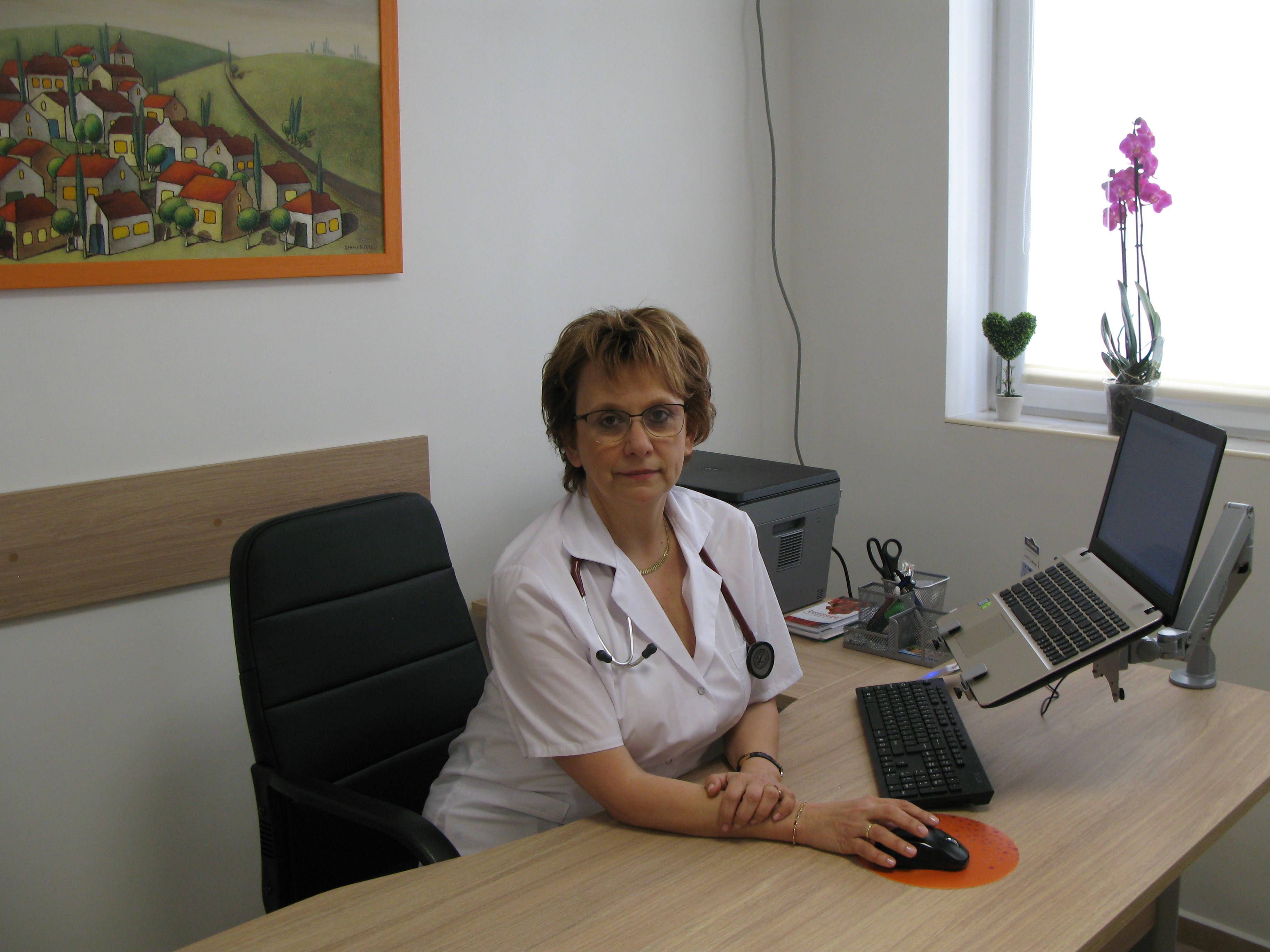 Д-р Елена Дочева